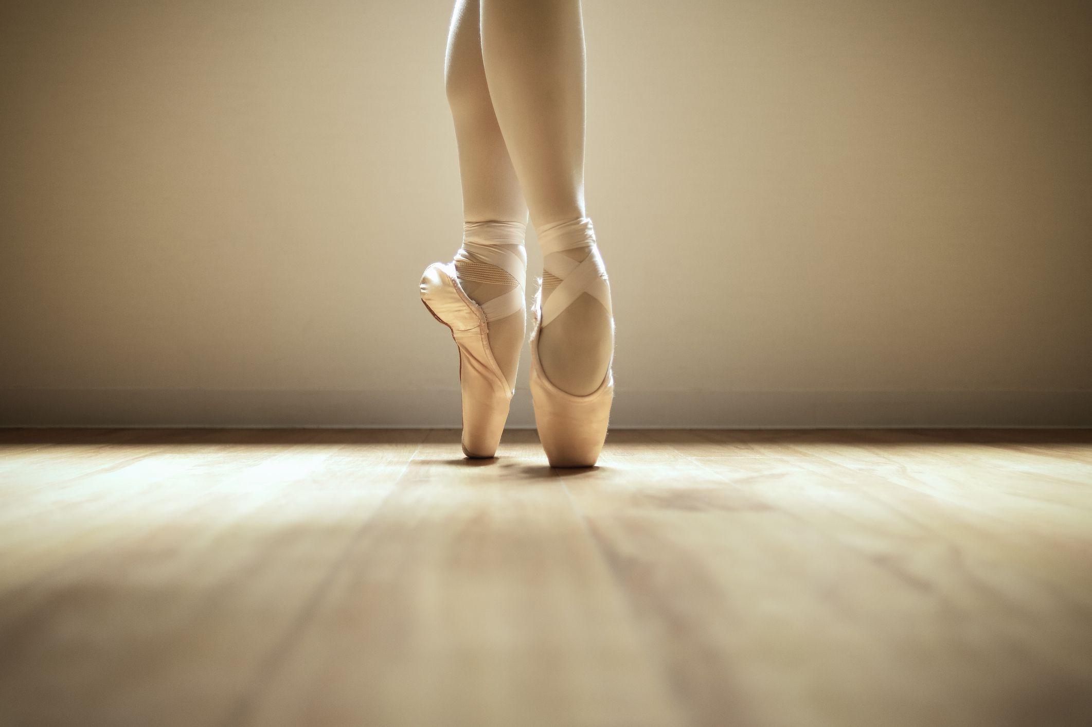 pointe-shoes.jpg