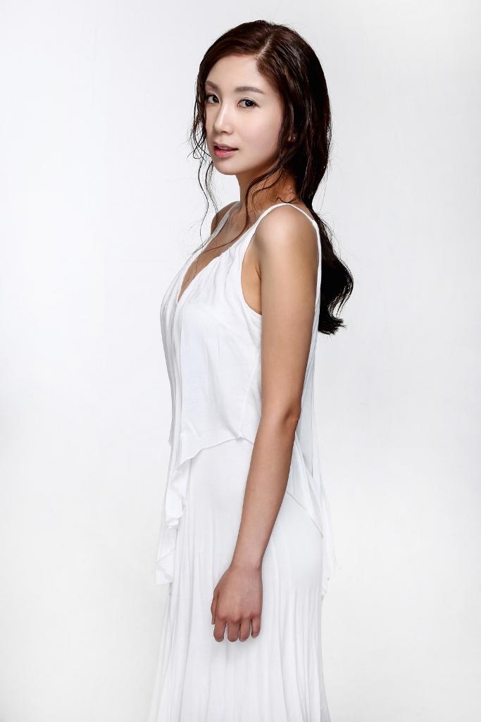 Yona Totten Modelling 5.jpg