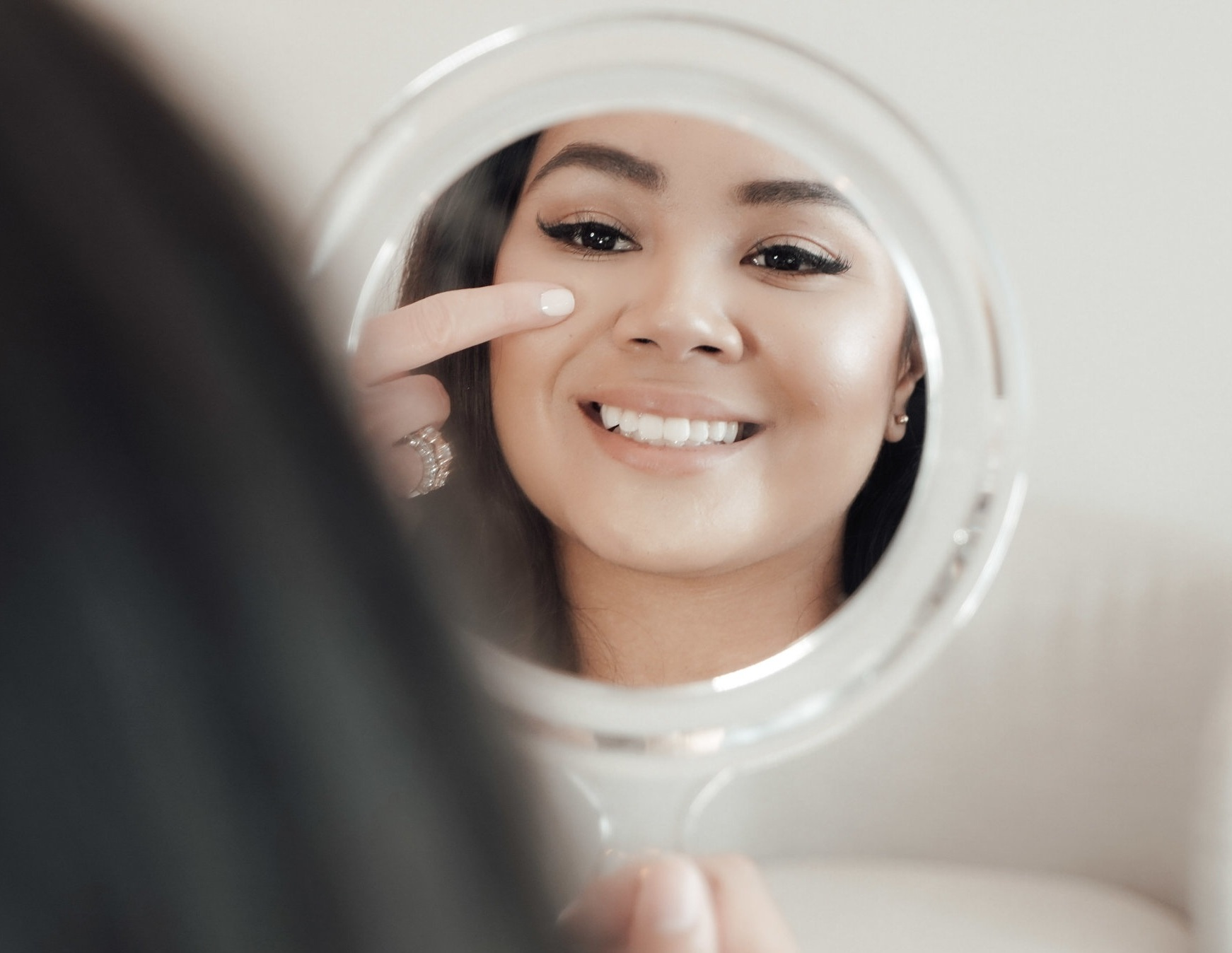 - We believe everyone is happier and more confident when they can look and feel their very best. By customizing treatments based on your beauty goals and the advanced technology and aesthetic medicine we offer, we can give you natural results that enhance your overall look.