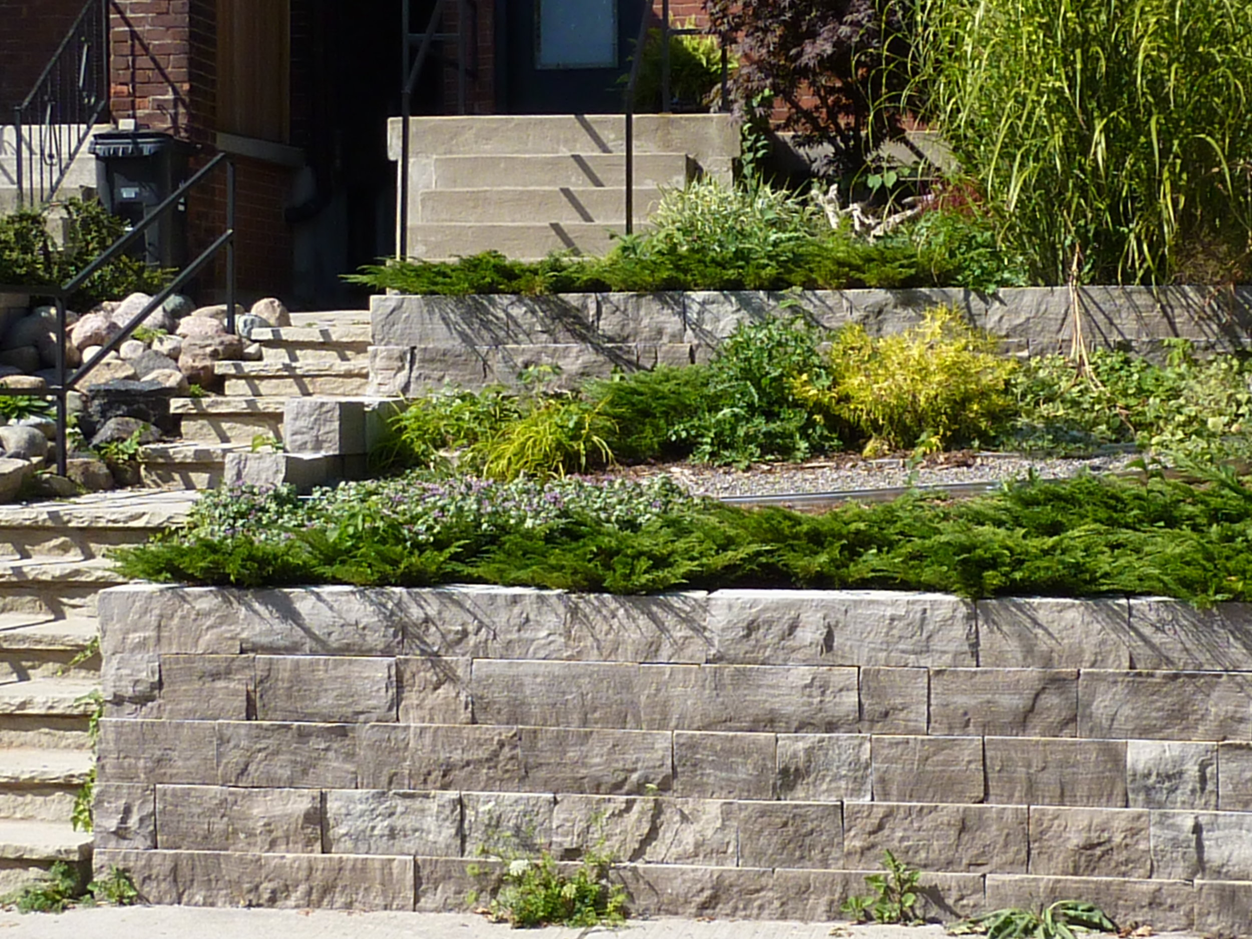 Residential Hardscapes and Stonework (1).JPG