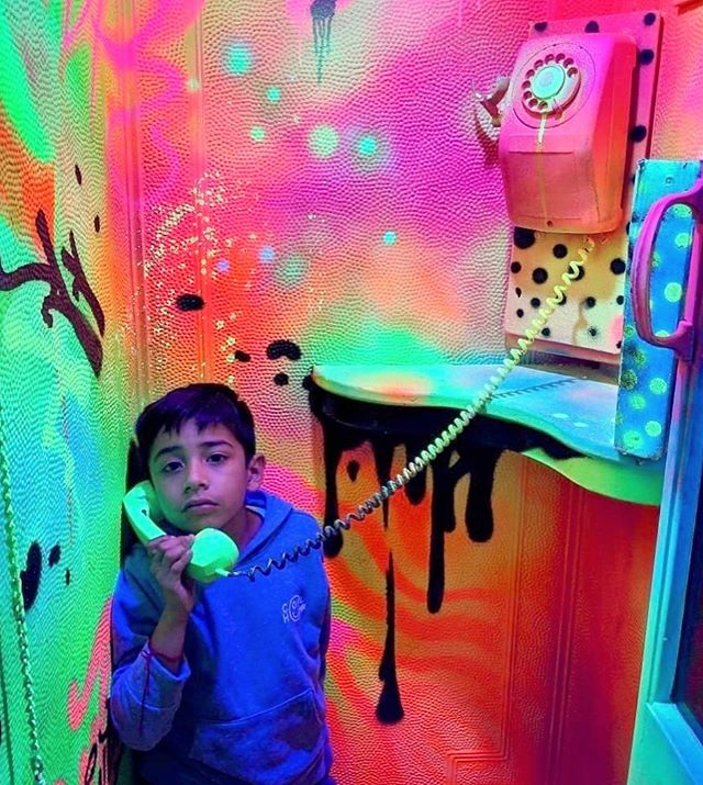 If you could pick up the phone and chat with anyone in the world, who would you pick? ☎️ Our blacklight phonebooth was decked out by the amazing Chicago artist @stuk.one. Have you seen it yet? Tickets to wndr in our bio—  @wndrmuseum 📸: @susiebibs #wndrmuseum
