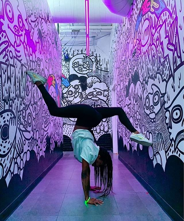 These hallways are for handstands. Why not? 🤸‍♀️ . 📸: @phoenixkazree Experience an unconventional museum for yourself. Ticket in our bio —  @wndrmuseum #wndrmuseum