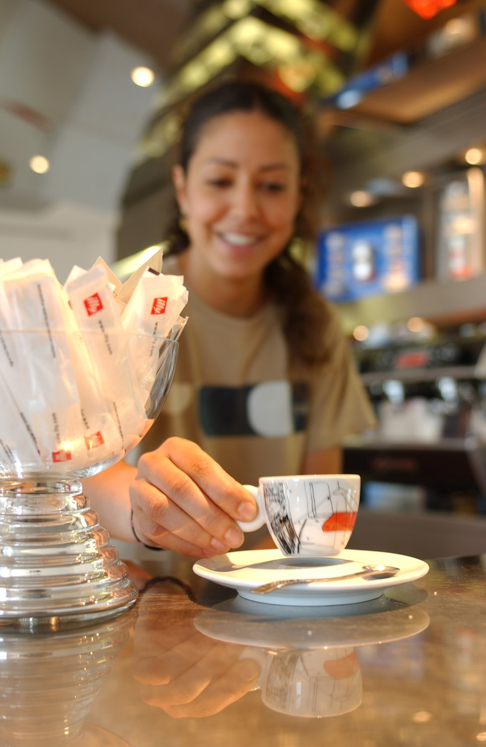 illy-woman-at-bar.jpg
