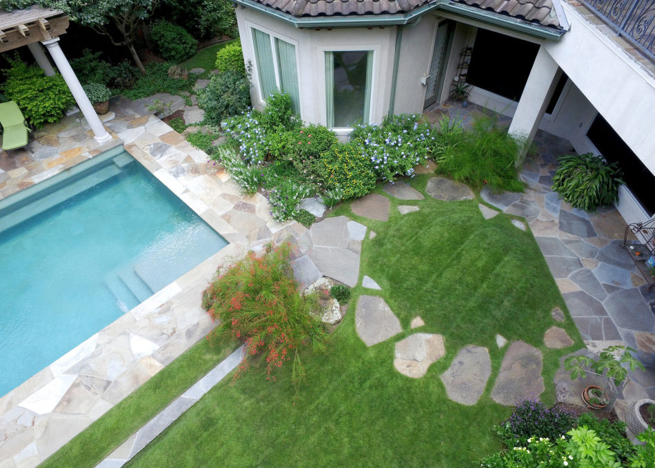 The use of circles and ellipses in this space give a bold, expressive sense of unity that cohesively connects the pool, house, and raised deck, creating a sense of oneness throughout. Flagstone was used to deconstruct the sharp edge of the pool which now leads to a circular stone path acting as a fulcrum for the veranda.