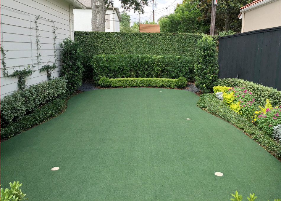 A recreational putting green brings an informal element to the garden with Confederate Jasmine growing on a three-square pattern cable to resemble a pollarded tree grove.