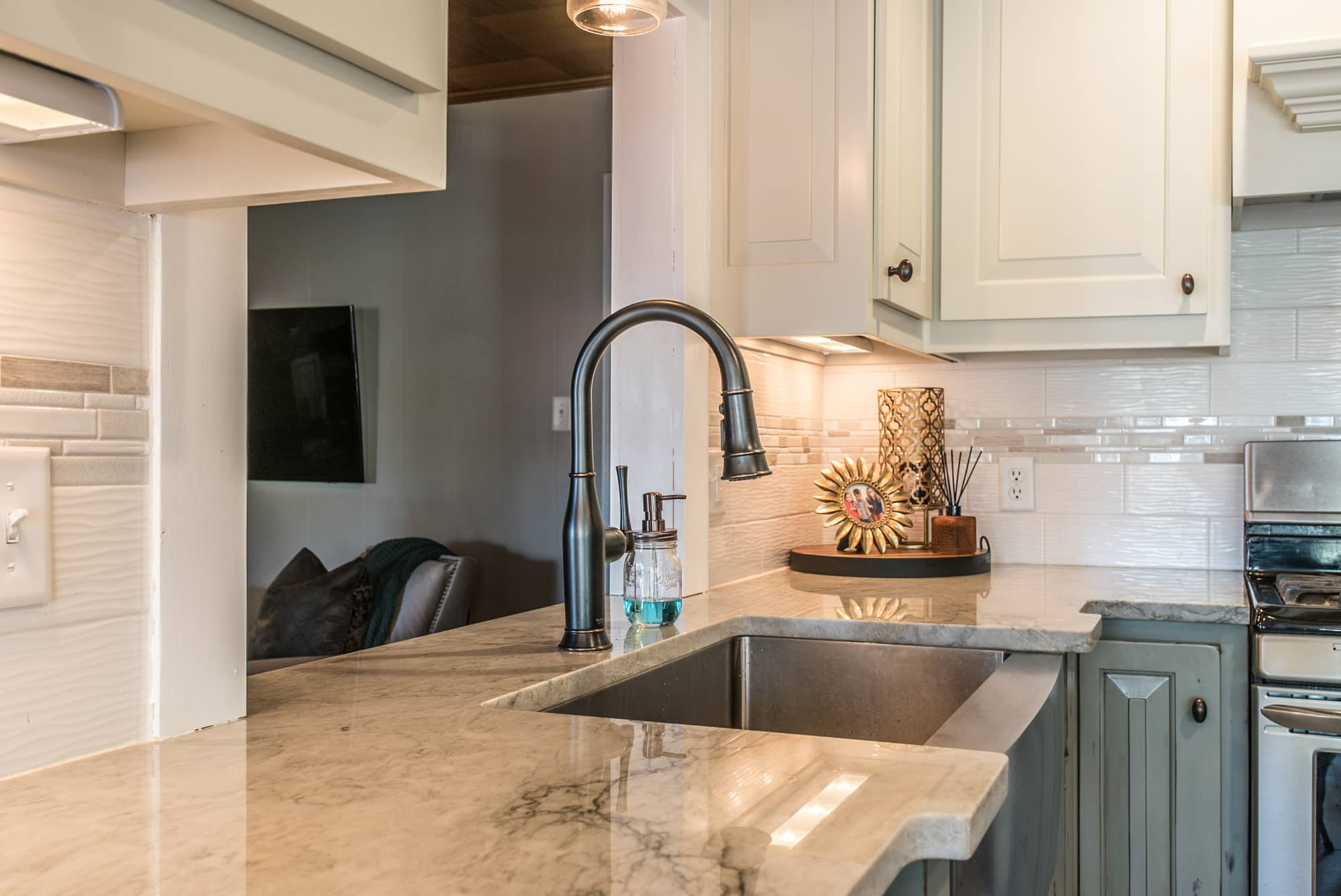 quartzite-kitchen-countertops-sea-pearl-augusta-ga-east-coast-granite-marble-4.jpg