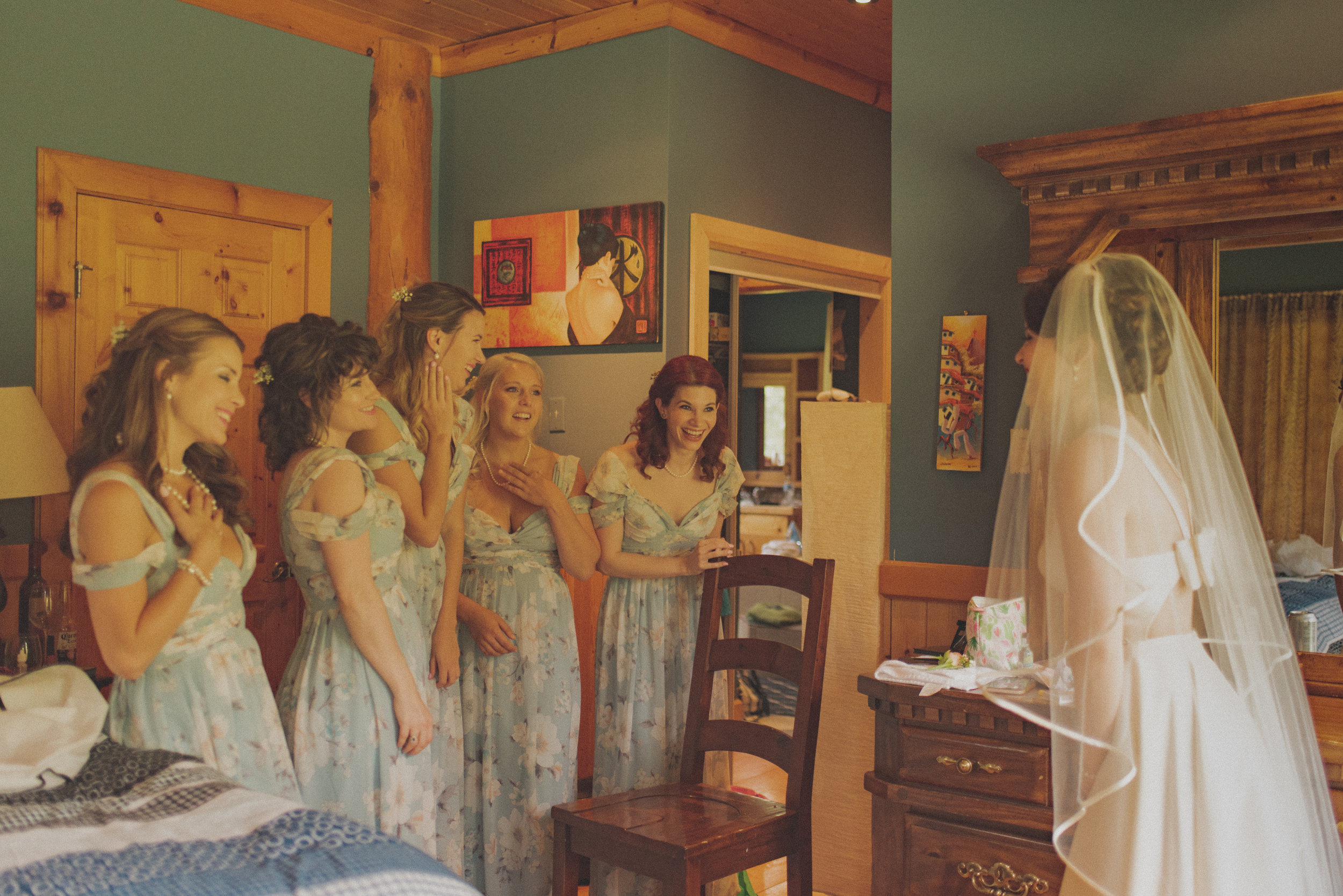 Kate and her bridesmaids getting ready. How cute are they?!