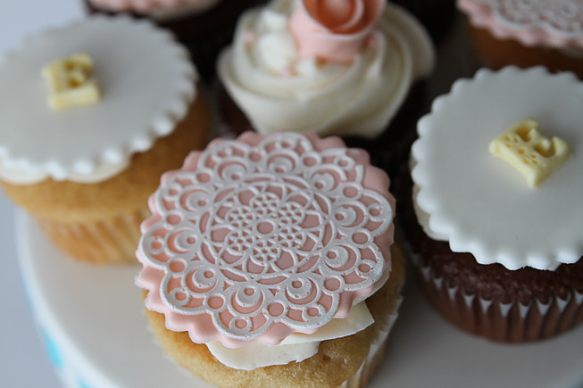 lace cupcake.jpg
