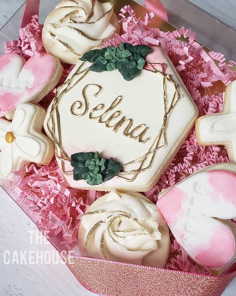 Selena favour cookies.jpg