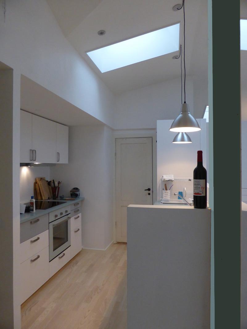 Køkken med blå søjle.jpg