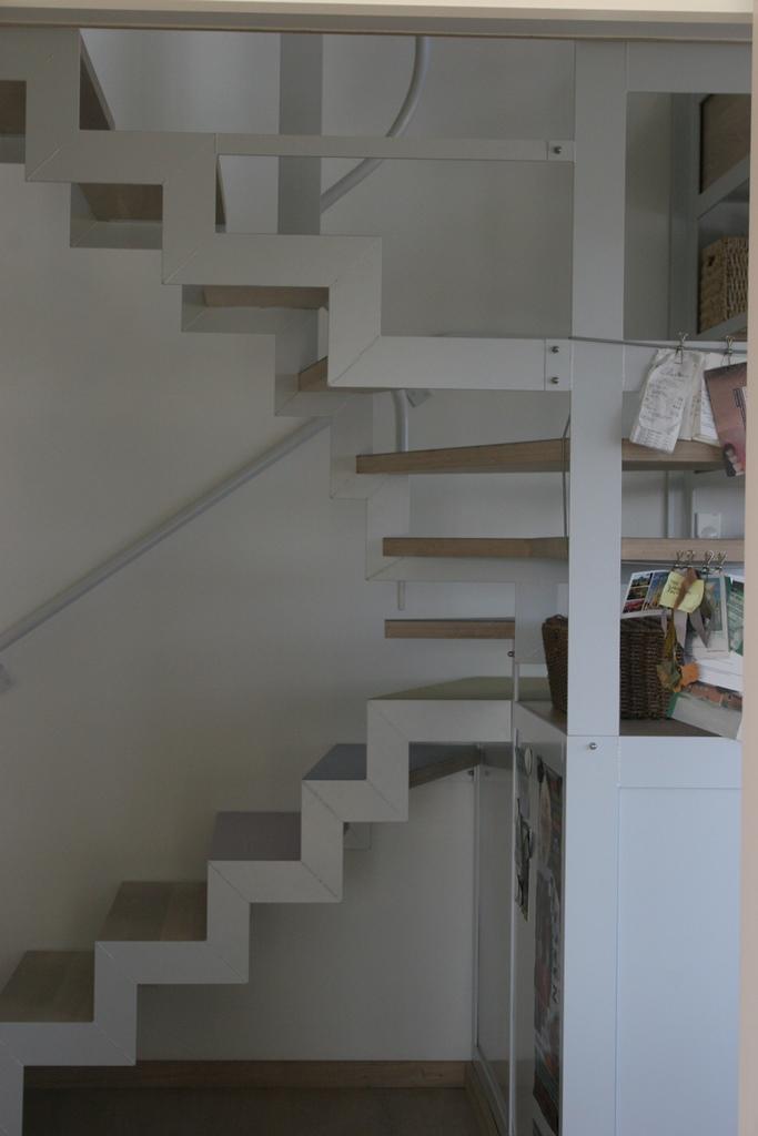 13. Trappe fra stue 14.58.19.jpg