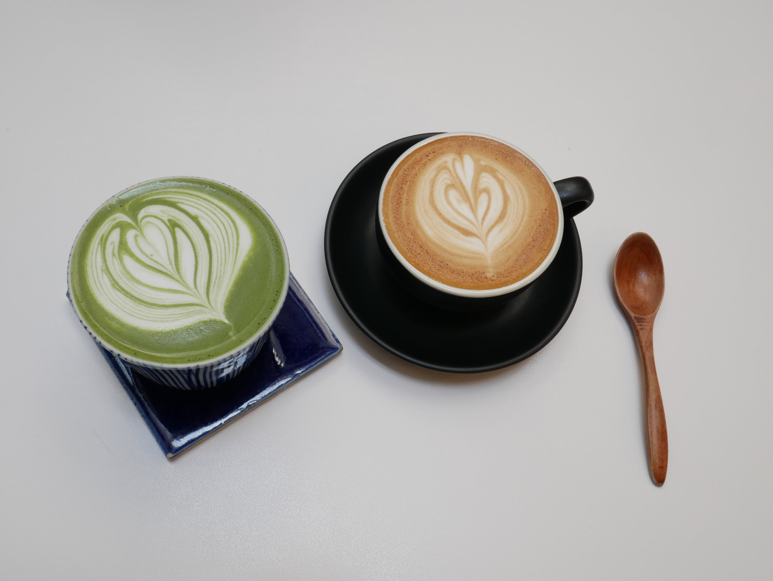 Forget the classic latte, why not add some matcha to your cup? Not only does it give it this vivid green colour, but matcha also has a variety of health benefits. Some people even recommend that you should consume some form of matcha every day as it promotes healthy digestion and a balanced gut.