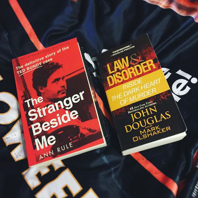 """Looks like Dorian moved along just in time, so vacation is still on. So... here are my """"beach reads"""" for next week! Absolutely no one should be surprised. 😂  #truecrime #johndouglas #annrule #thestrangerbesideme #tedbundy #lawanddisorder #books #currentlyreading #mindhunter #serialkillers"""