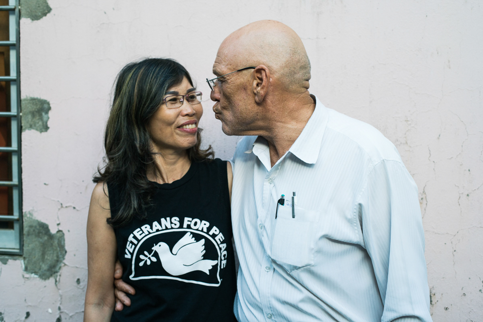 In 1968, David Clark never expected that years later he would share his life with a Vietnamese woman. He and his wife Huong, now Ushi Clark (57), have been married for three and a half years. Together they live in a House in Da Nang.