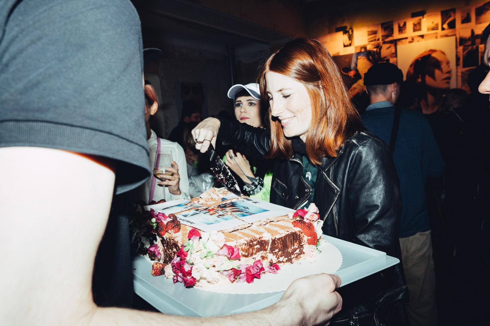2019_RebeccaRuetten_Web_Girlsareawesome-10.jpg