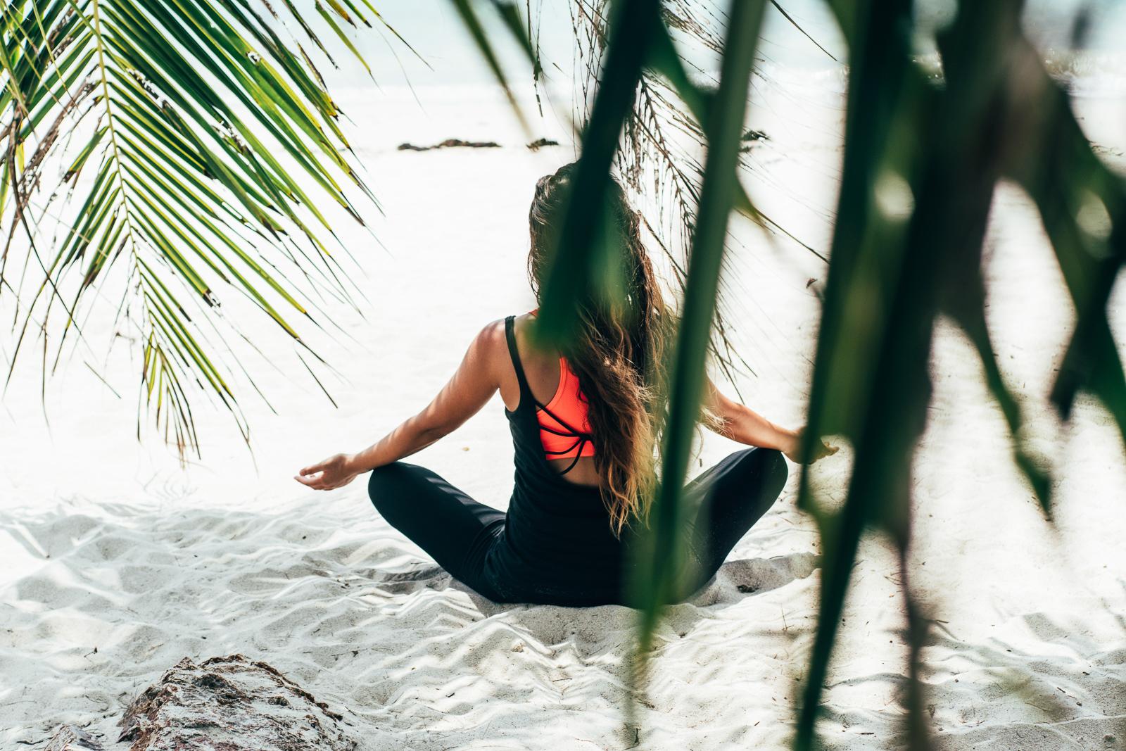 2019_RebeccaRuetten_Web_Yoga-27.jpg