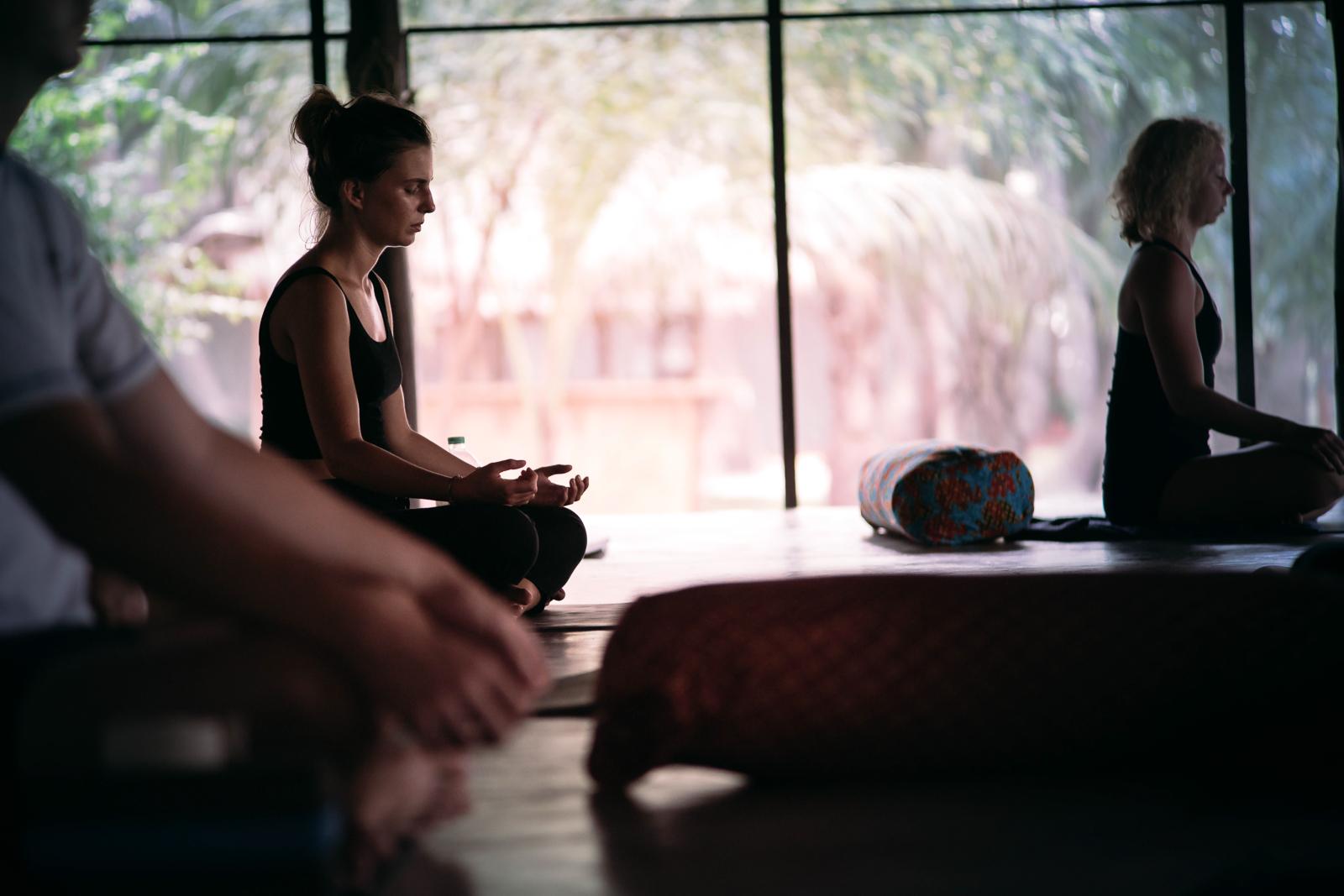 2019_RebeccaRuetten_Web_Yoga-83.jpg