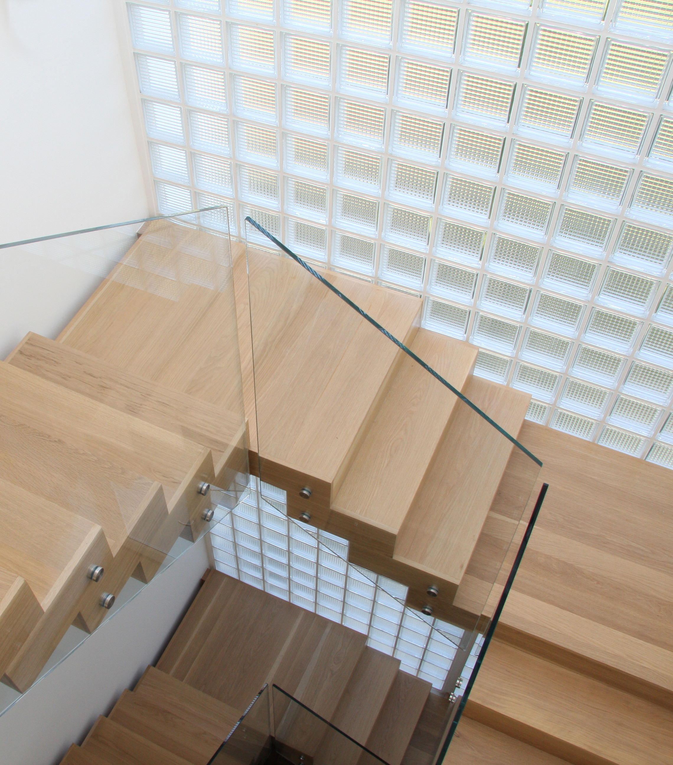 Pell-Stevens-Architects-miami-style-new-build-glass-brick-wall-stairwell.jpg