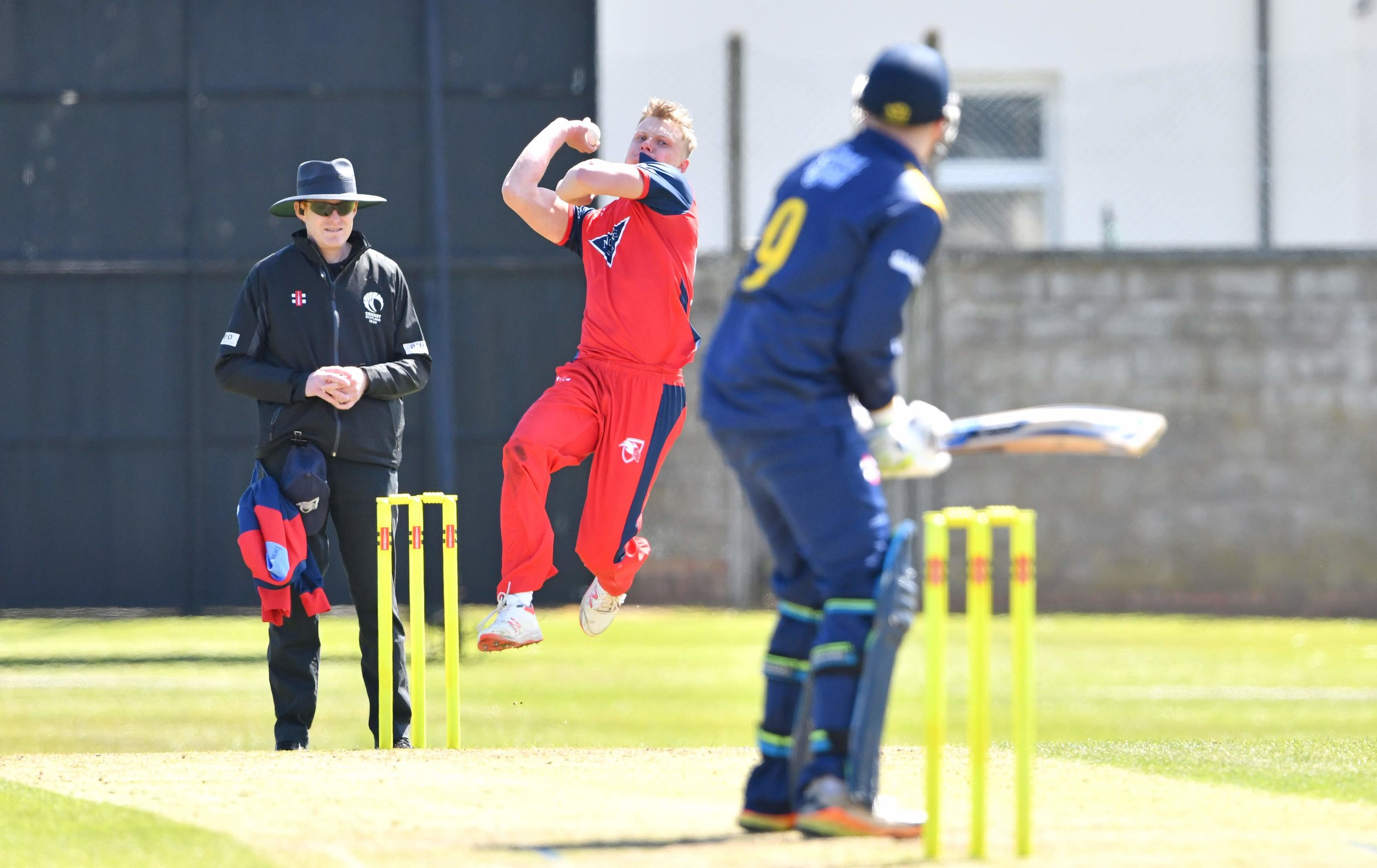 Elliot+Ruthven+approaches+the+wicket.jpg