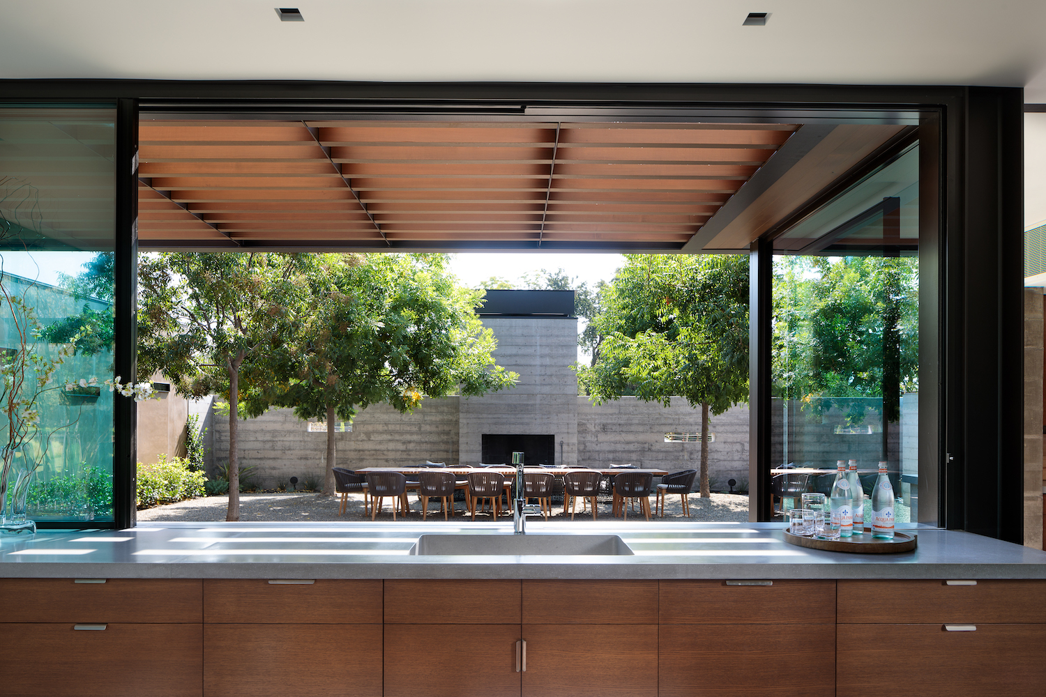 indoor-outdoor-dining-schmitt-co-builders.jpeg