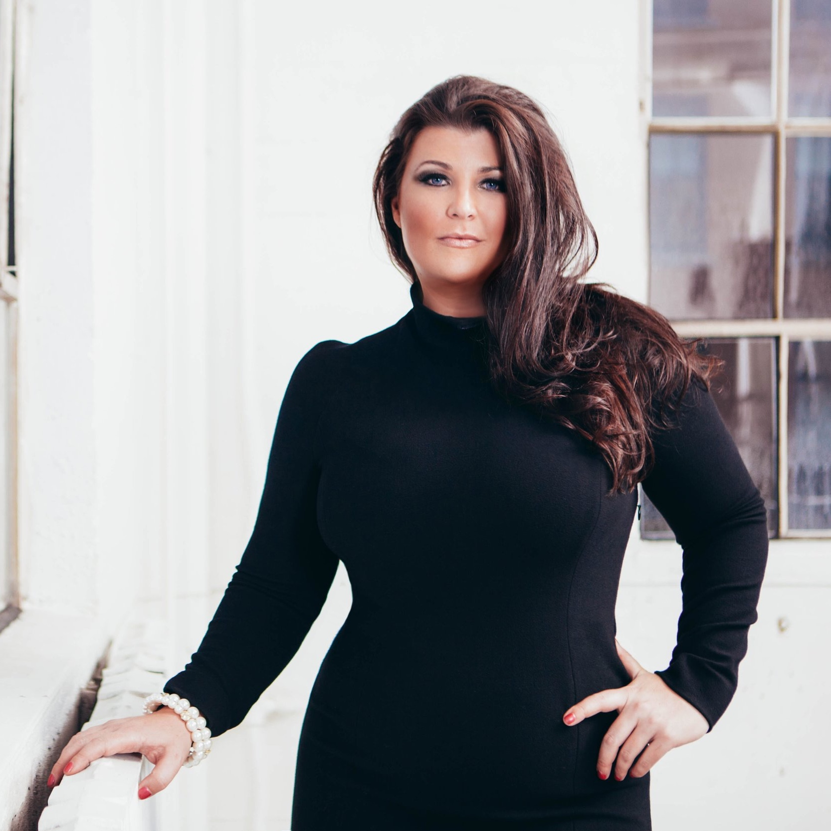 Sarah Centrella - #1 BEST-SELLING AUTHOR & MANIFESTATION EXPERT