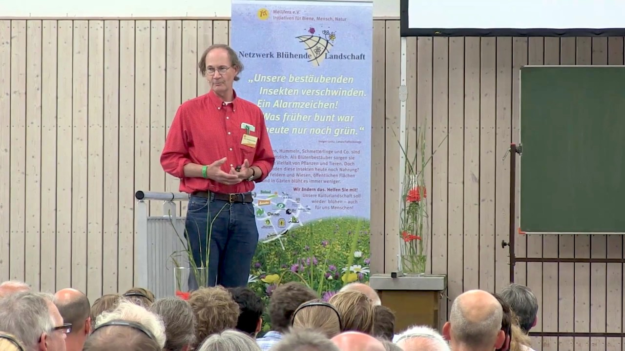 Prof. Thomas D. Seeley speaking at a Mellifera e.V. event