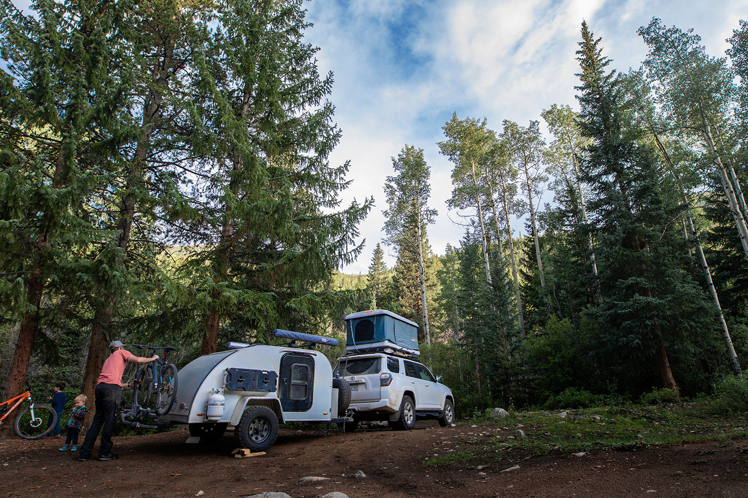 Teardrop camper and rooftop tent in the mountains