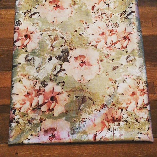 How beautiful is this vintage fabric? Any guesses what type of fabric it is? Clue - it's ridiculously soft and luxurious!! CAN NOT WAIT to turn this into the most gorgeous blanket 😍 #kozykoala1 #kozykoalablankets #kozykoalasleepmats #australianmadeandowned #smallbusinessowner #luxuryblankets #softandwarm #exclusive