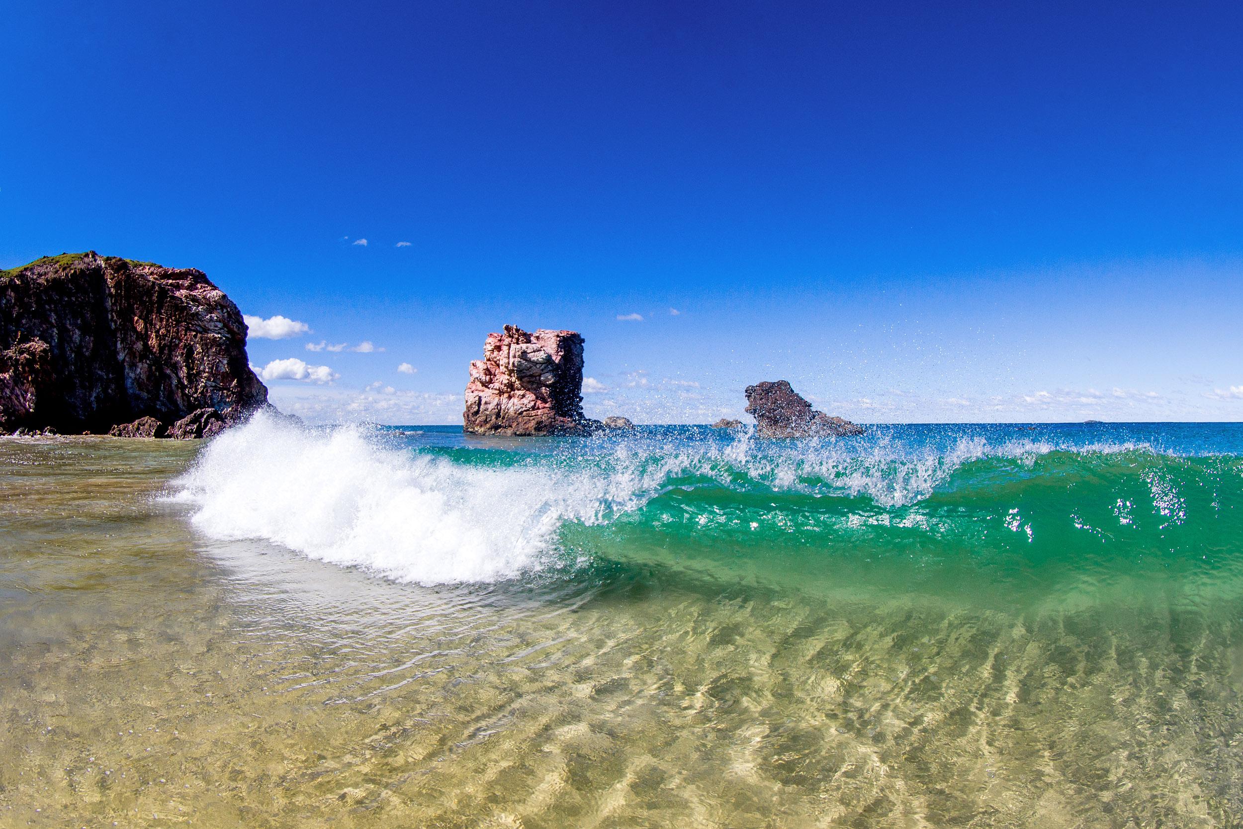 red-rock-coffs-coast-shoreline-waves.jpg