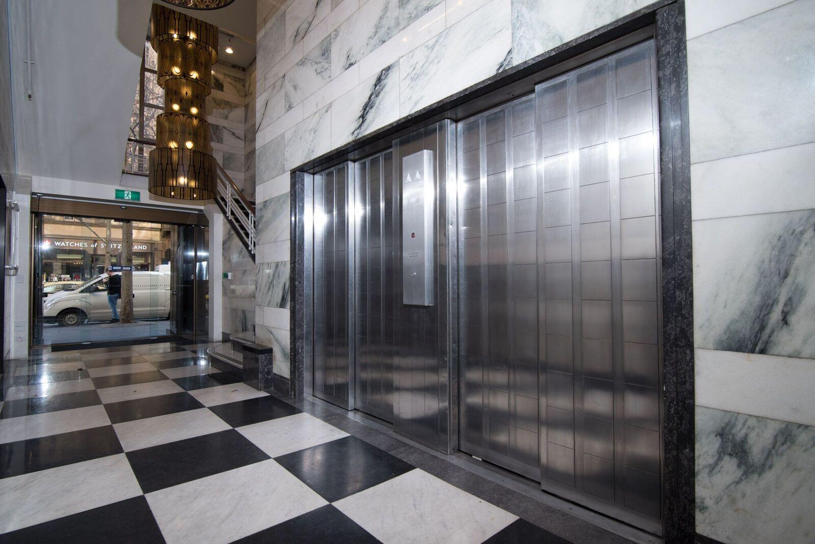 287-Collins-st-foyer.jpg