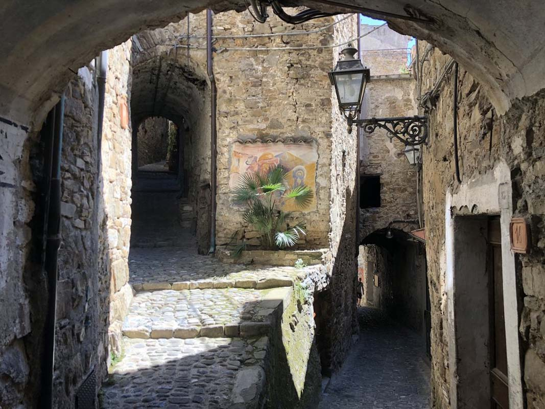 #10: Getting lost - Getting lost in the labyrinths of Apricale's winding cobblestone streets (whether you intend to or not)