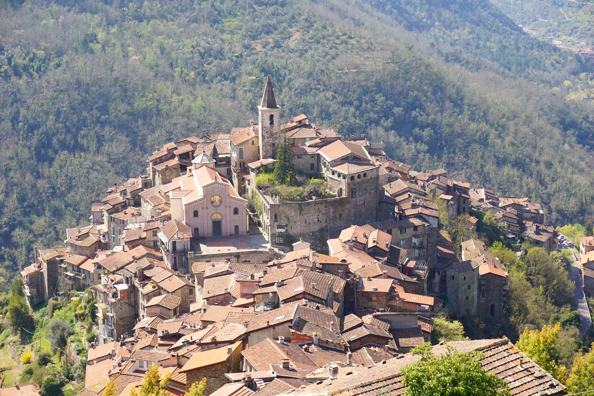 casa-sulla-piazza-apricale-italy-vacation-cityscape-skyline-aerial.jpg
