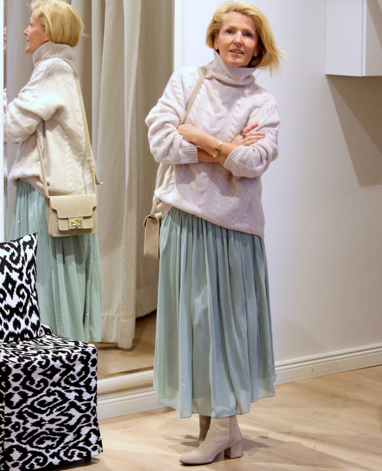 Repeat Cashmere cable sweater -40%, Tiger of Sweden skirt -40%, ATP shoes & bag -40%