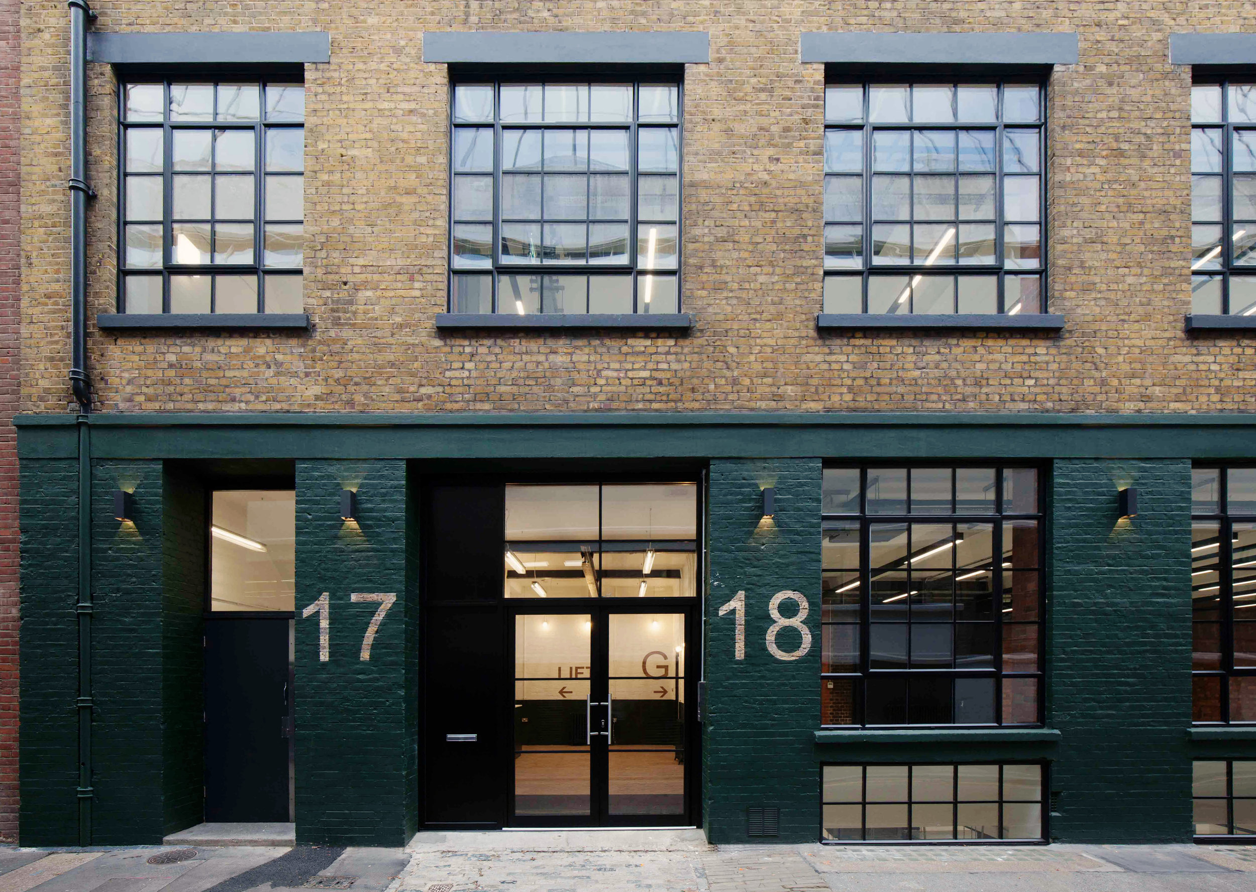 hayward's place, CLERKENWELL - Located just behind Clerkenwell Green, this warehouse office conversion was acquired in 2016 needing modernisation.Once planning was achieved for an additional storey, Atlas appointed the design team and contractor, and managed the project to completion in late 2018.The refurbishment has been shortlisted for a number of industry awards, and was fully occupied within 3 months of the works ending.