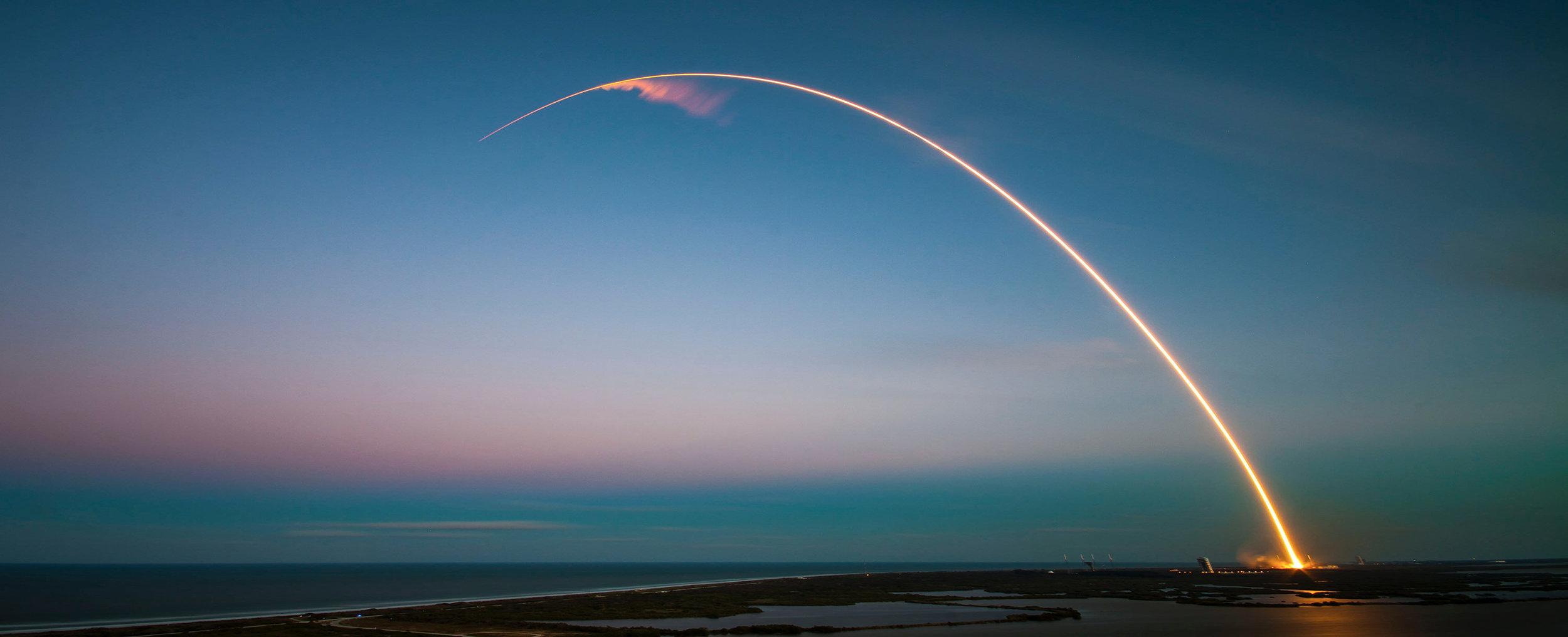 (29 giugno 2018 il Falcon 9 di SpaceX porta in orbita il modulo Dragon per la Stazione Spaziale Internazionale)