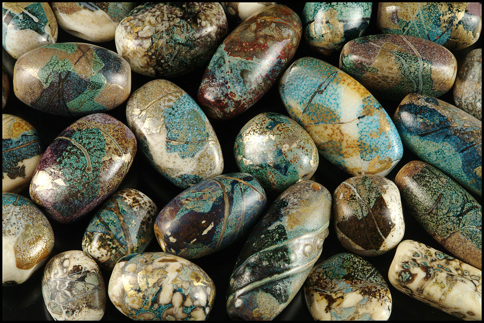 """""""Pebble Beads"""", mid 1990's. Sizes range from 1.5 - 4 cm in length. I achieved a lot of color variation just by using a couple of different white glasses, and changing the atmosphere of the fire. (Photo by George Post)"""