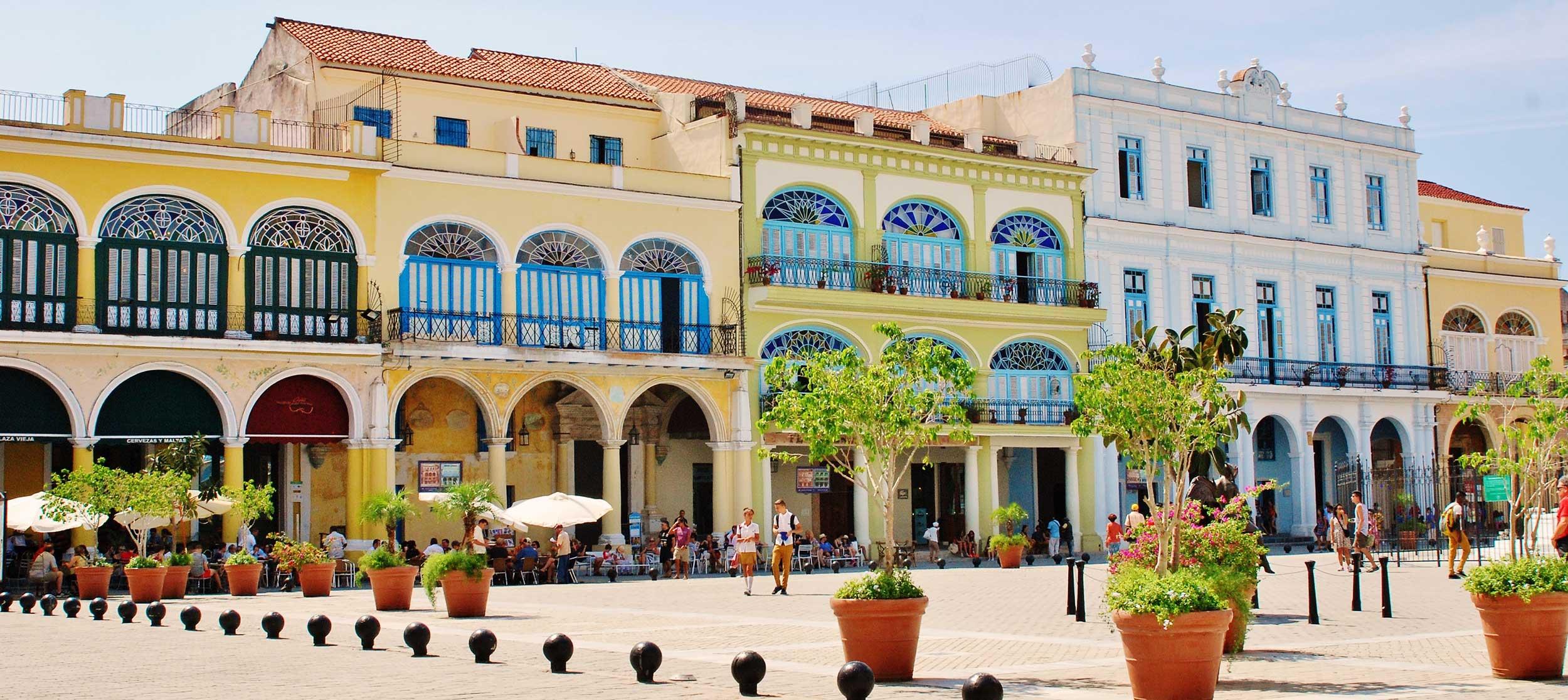 Cuba-plaza-yellow.JPG