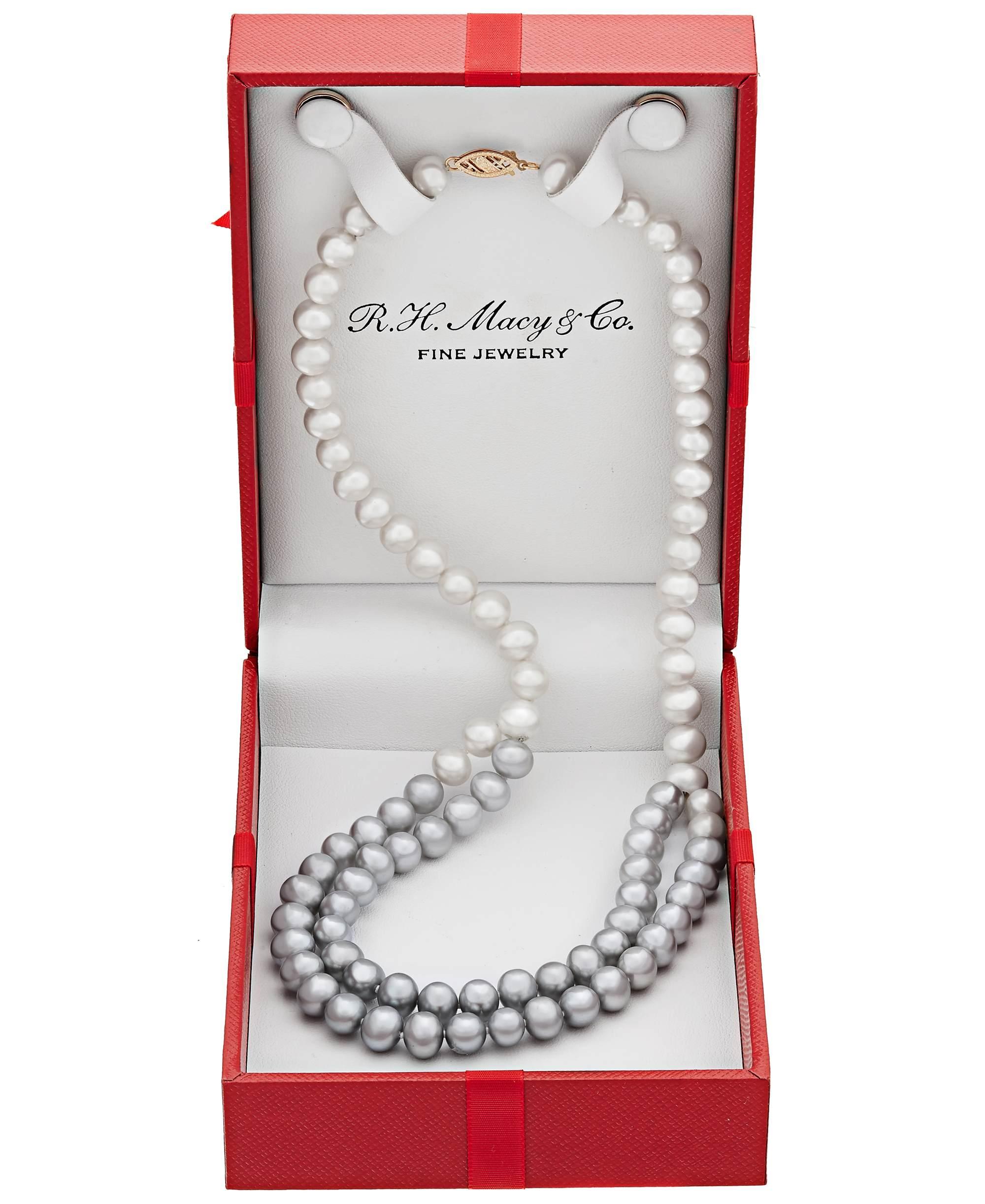 macys_pearls_productphotography.jpg