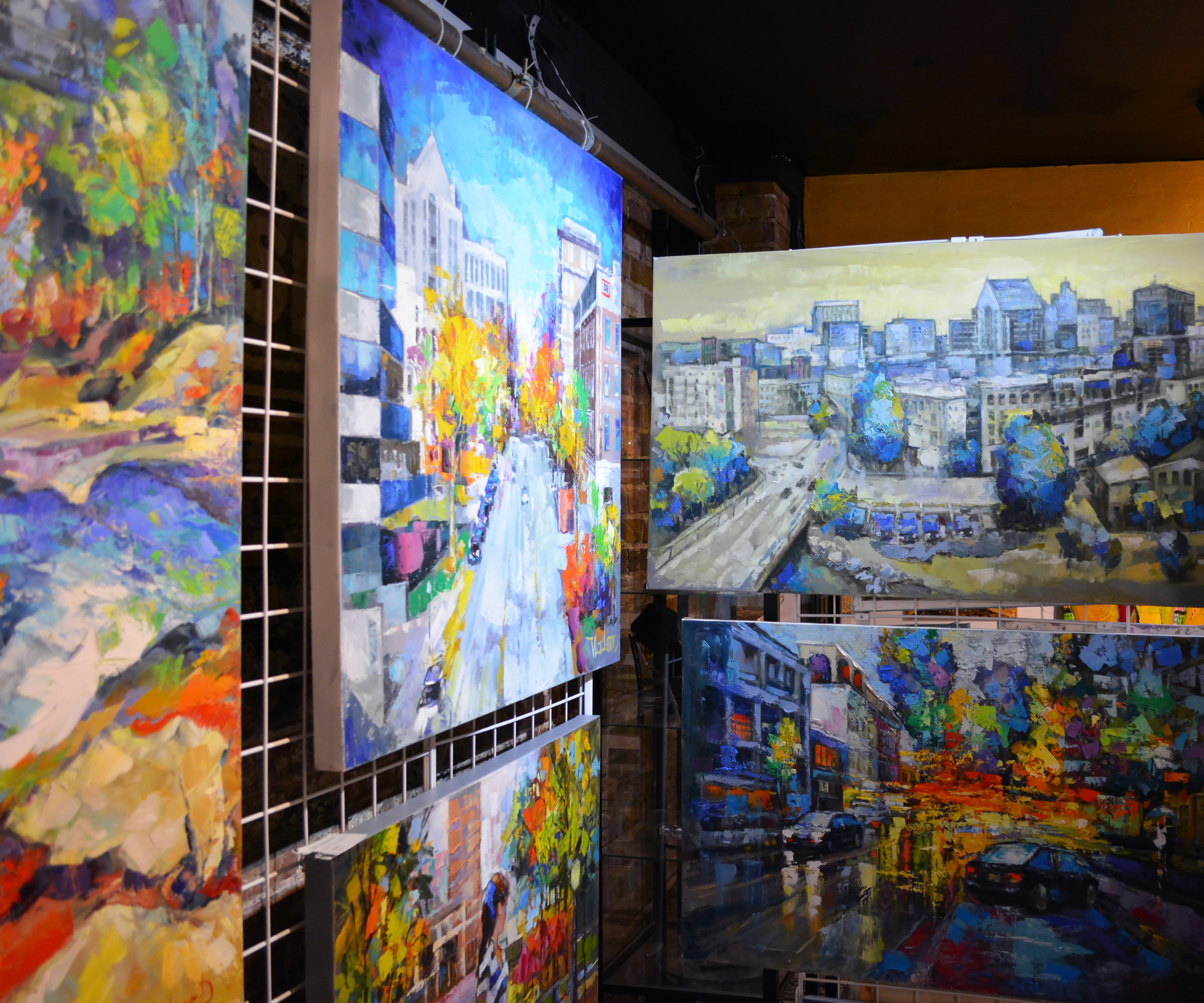 Vladimir Demidovich - Impressionistic pallet knife paintings capturing the beautiful downtown Greenville scenes. On canvas.