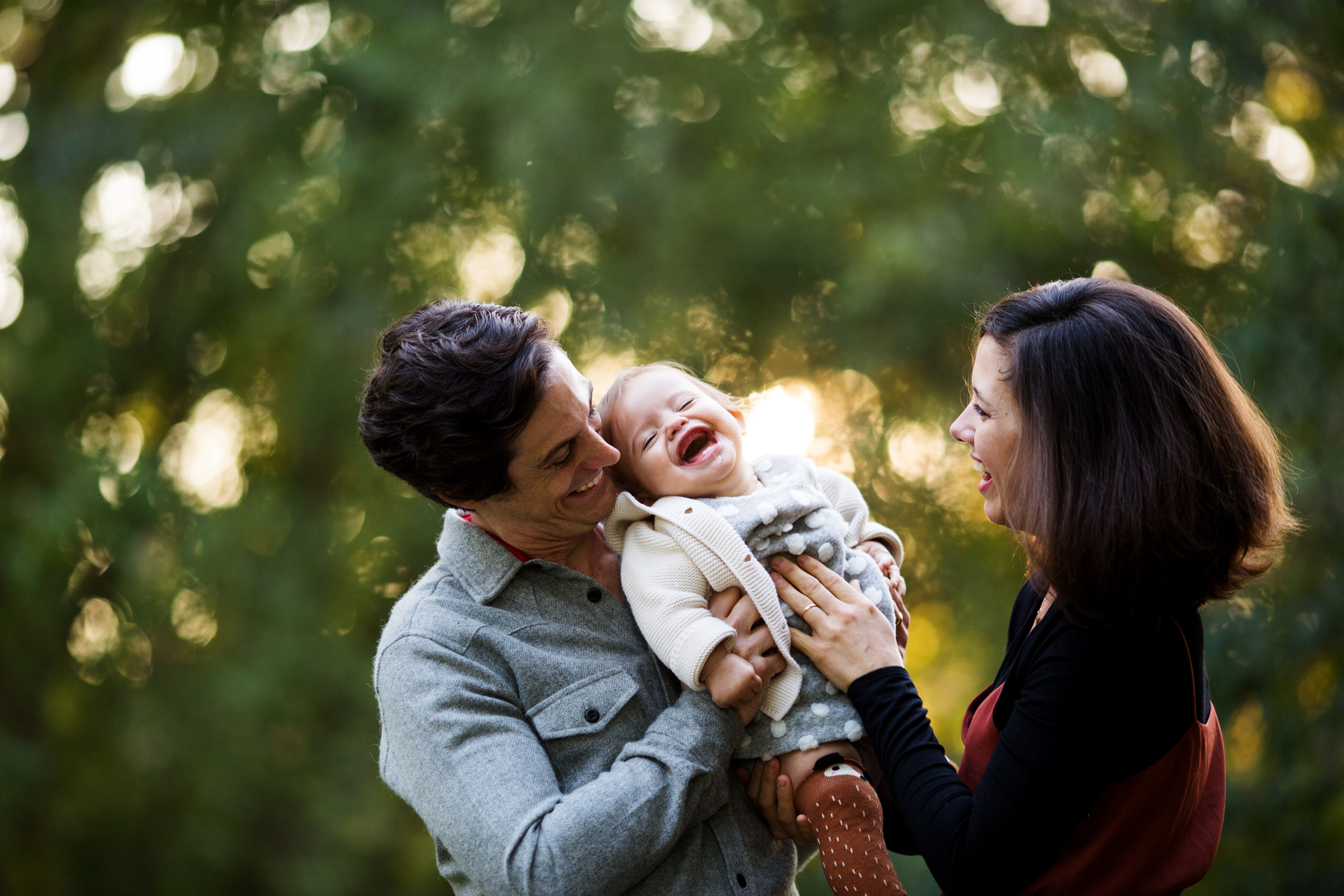 lifestyle family posing made easy - Grab a seat and get ready to learn the secrets to connected and emotive Lifestyle Family Photography!