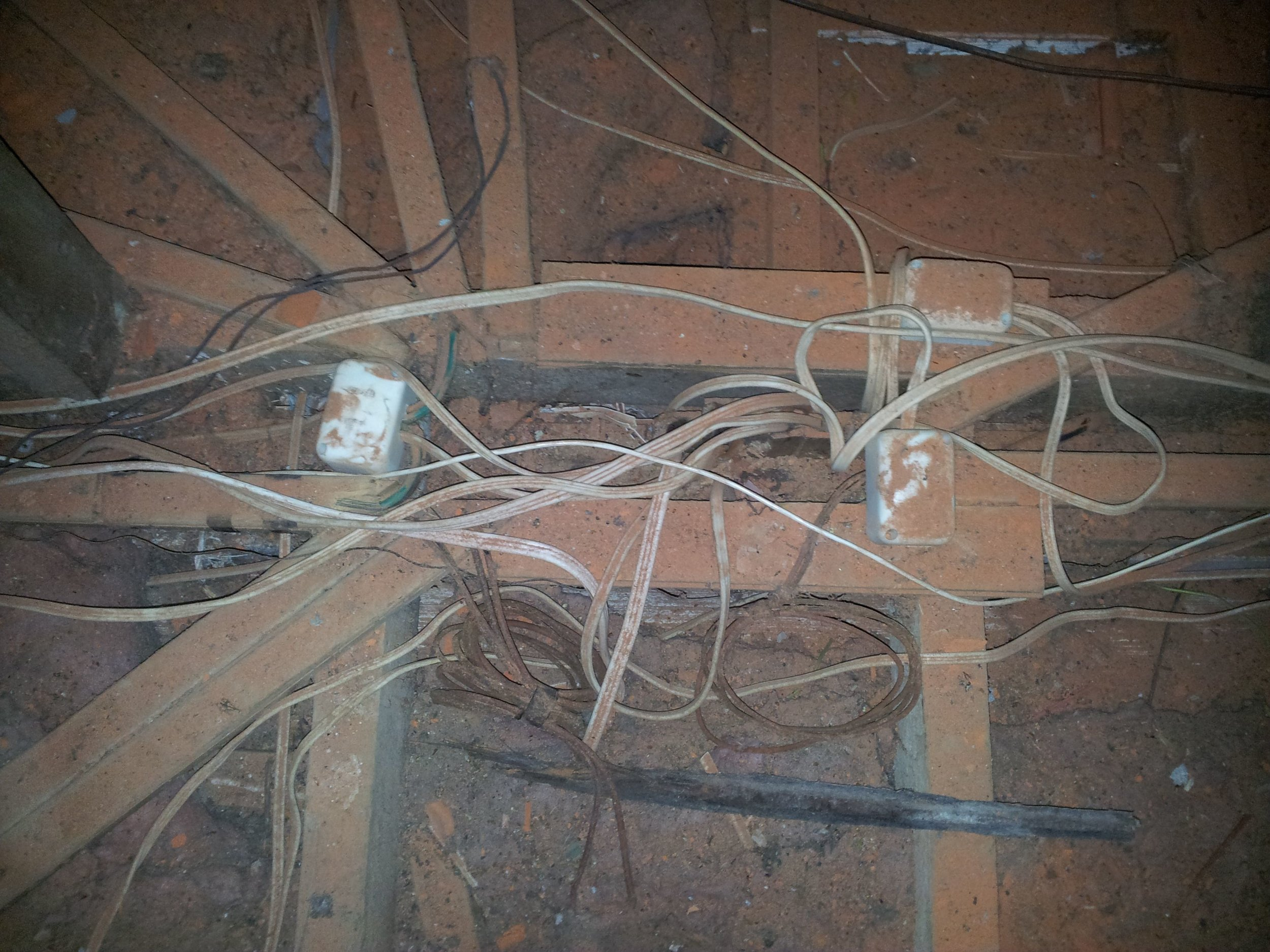 poor_roof_wiring2.jpg