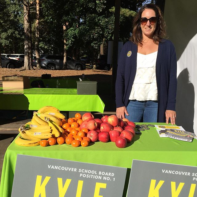 All the kids racing in the @healthykidsrs today will see Kyle passing out delicious, healthy post-run snacks. As a parent, Kyle cares about having healthy snacks and activities available to all students! #onboardwithkyle #vancouverusa #healthykids