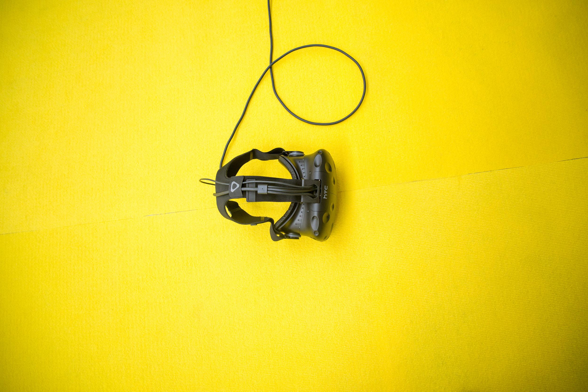 Für Einzelsettings mit Coach oder als Teil von Selbstlernprogrammen. - Immersiv: Hautnahes erleben realitätsnaher Lernsituationen.Motivierend: VR steigert die Lernmotivation der Lernenden.Gamification: Sich ausprobieren und den Lernverlauf aktiv beeinflussen.Innovativ: Zukunftsweisendes digitales Bildungsangebot.Effektiv: Steigert den (gefühlten) Lerneffekt im Vergleich zu Präsenz.