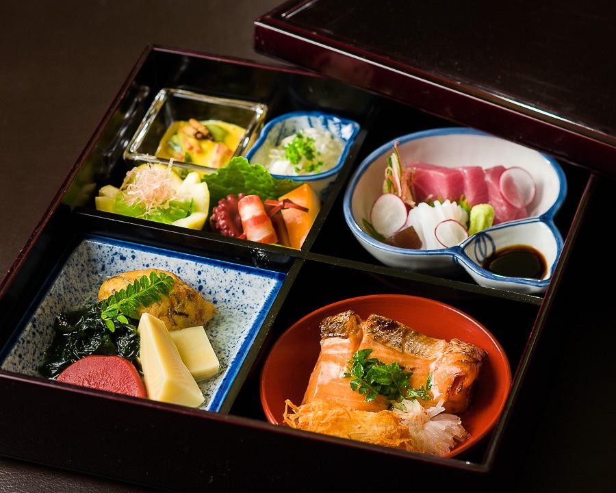 Sashimi bento box.jpg
