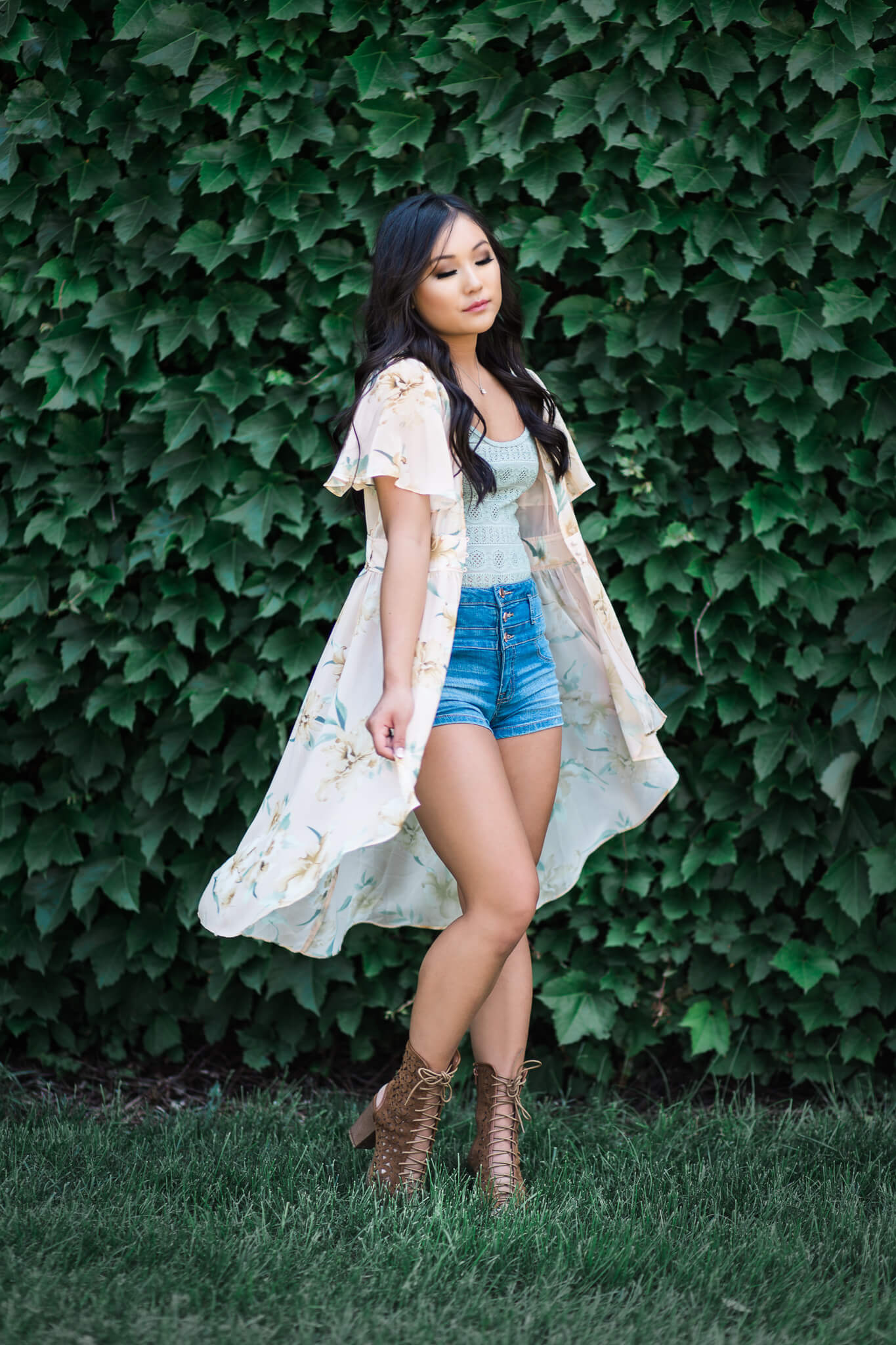 sioux-city-senior-photography-kimono-ivy-wall-suing-studios.jpg