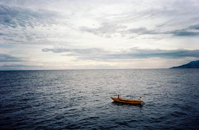 Canoe on Lake Tanganyika.jpg