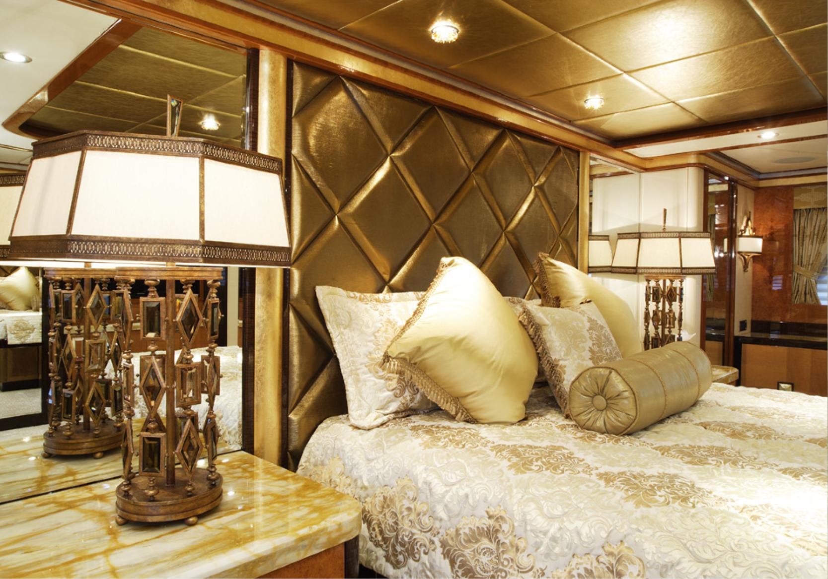 Karen-Lynn-Interior-Design-Yacht-Falcon-14.jpg