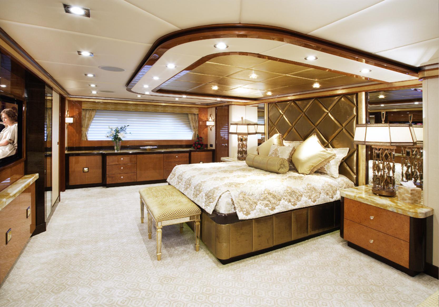 Karen-Lynn-Interior-Design-Yacht-Falcon-12.jpg