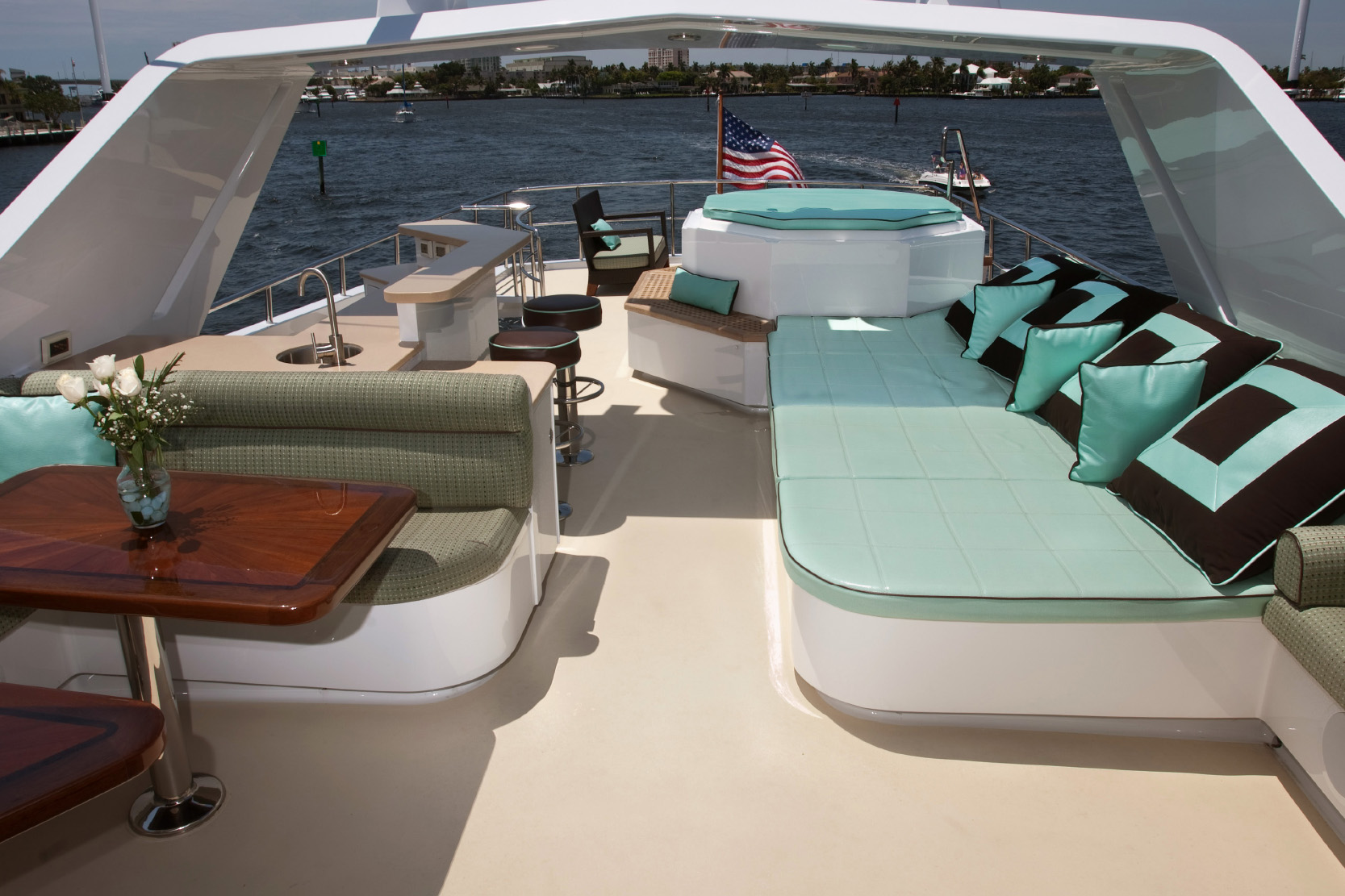 Karen-Lynn-Interior-Design-Yacht-Doubledown_5.jpg