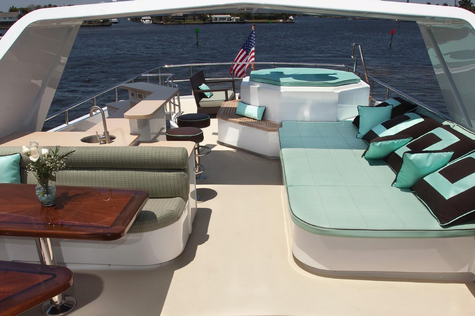 Karen-Lynn-Interior-Design-Yacht-Doubledown_8.jpg